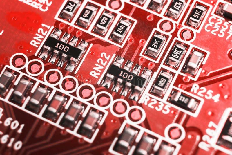 Macro tir d'un Circuitboard avec des puces de résistances et des composants électroniques Technologie de matériel informatique Co photos stock