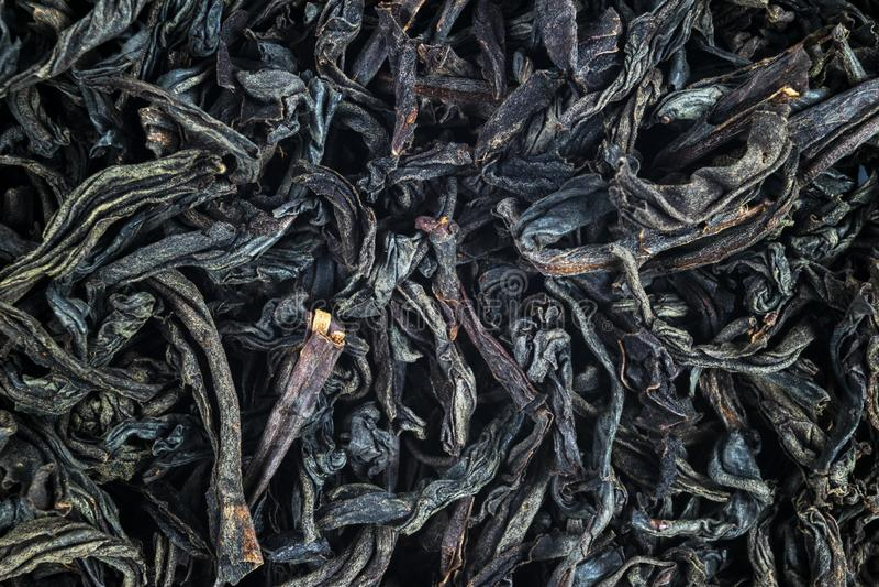 Macro tir d'un thé noir de haute qualité Fin de fond de th? noir  Plan rapproch? de feuille Fond des feuilles de th? s?ches de co images stock