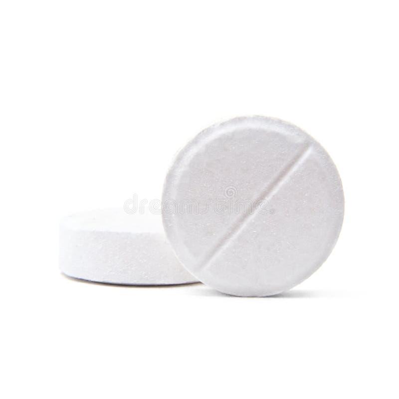 Macro tir de deux pilules rondes médicales d'isolement sur le blanc photographie stock