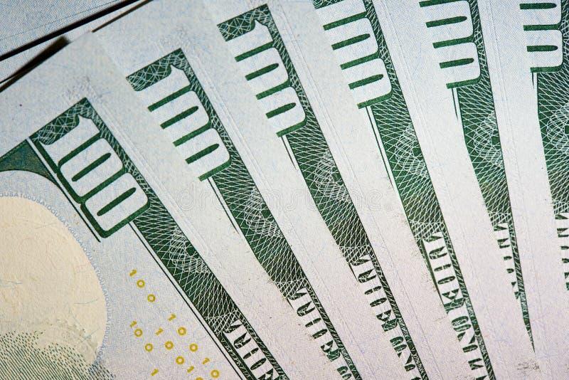 Macro van Amerikaans papiergeld met een waarde van honderd dollars, de nieuwe Amerikaanse rekening royalty-vrije stock afbeelding