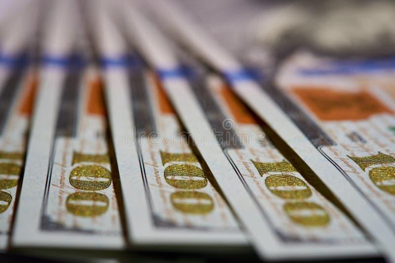 Macro van Amerikaans papiergeld met een waarde van honderd dollars, de nieuwe Amerikaanse rekening royalty-vrije stock fotografie