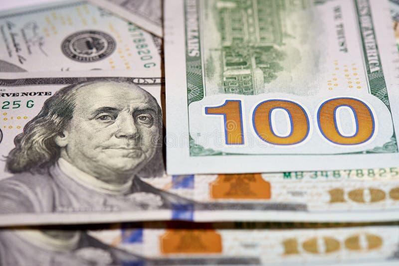 Macro van Amerikaans papiergeld met een waarde van honderd dollars, de nieuwe Amerikaanse rekening stock fotografie