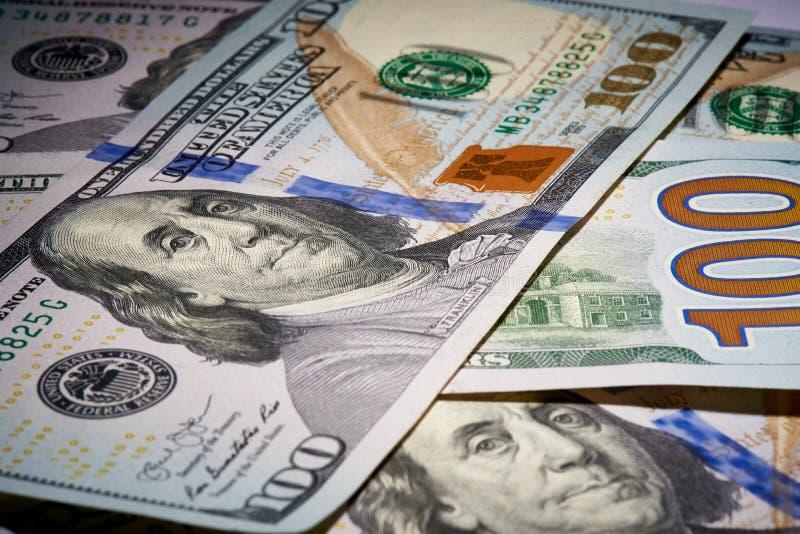 Macro van Amerikaans papiergeld met een waarde van honderd dollars, de nieuwe Amerikaanse rekening stock afbeelding