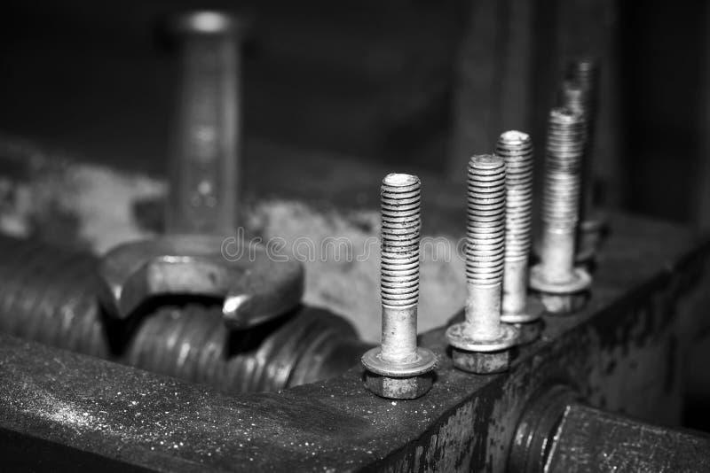 Macro van oude moersleutel en bouten wordt geschoten die royalty-vrije stock foto's