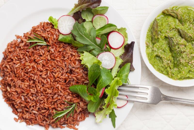 Macrobiotische vegetarische maaltijd stock afbeelding