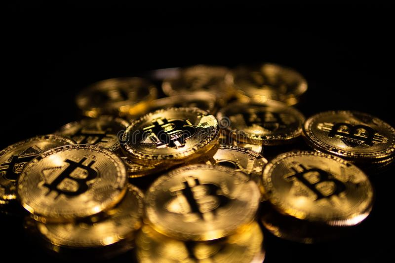 Macroclose-up van bitcoins stock afbeeldingen