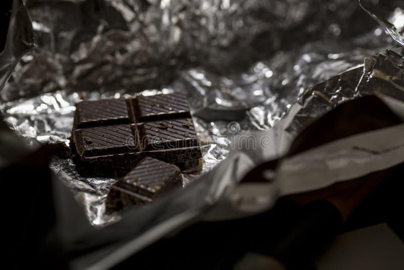 Macrofoto van donkere chocolade stock foto
