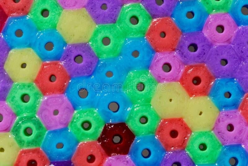 Macrofoto van verschillende gekleurde plastic parels stock afbeeldingen