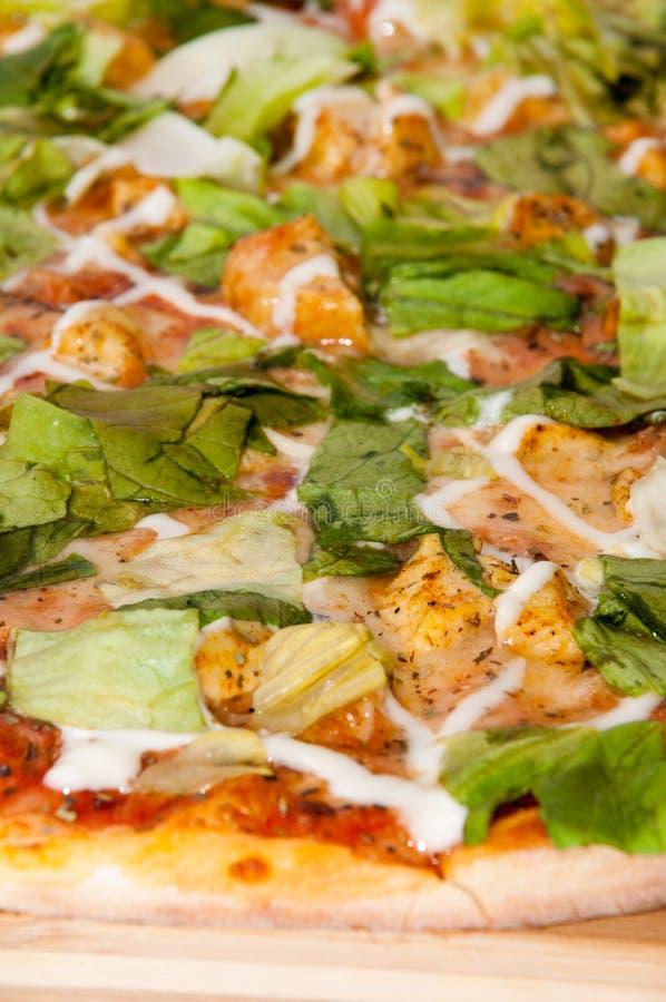 Macromening van pizza met groene letuce royalty-vrije stock afbeeldingen
