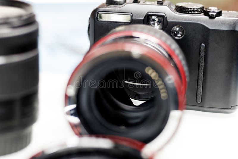 macroring voor de lens verhogingsnadruk Er zijn een camera en een lens Ondiepe diepte van besnoeiing stock foto