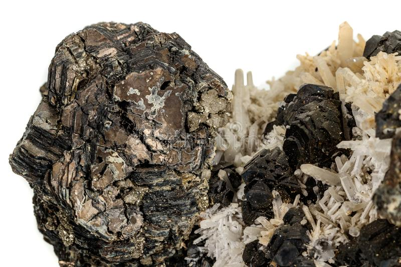 Macrosteen minerale Pyrrhotite, kwarts, Sfaleriet, kalkspaat, Loodglans op witte achtergrond stock afbeeldingen