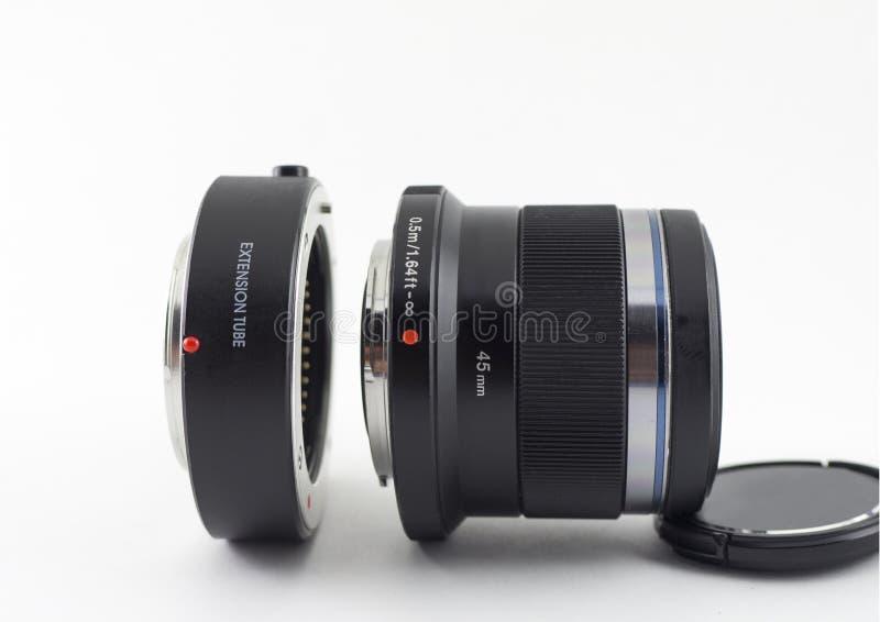 Macrouitbreidingsbuis met het gebruik van de cameralens voor close-upfoto's stock foto's