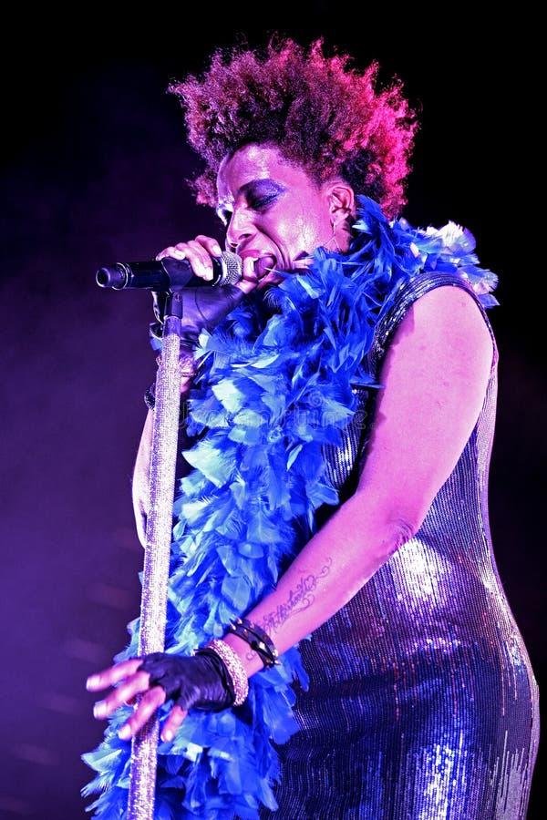 Macy Gray (R&B, dusza kompozytor, muzyk, dokumentacyjny producent i aktorka,) żywy występ przy Bime festiwalem zdjęcia royalty free