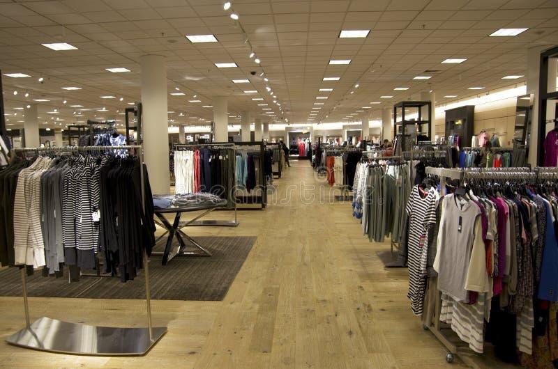 Macy's-Kaufhausfrauenkleidung lizenzfreie stockfotografie