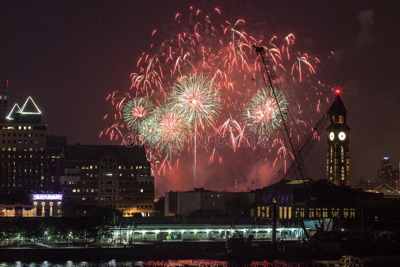 Macy's-Viertel von Juli-Feuerwerken in New York City stockbilder