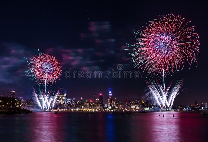 Macy 4to de los fuegos artificiales de julio fotografía de archivo