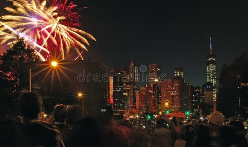 Macys 4-ое фейерверков в июле, Нью-Йорк США стоковые фотографии rf