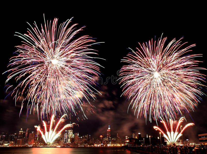 Macys 4. der Juli-Feuerwerke stockfotos