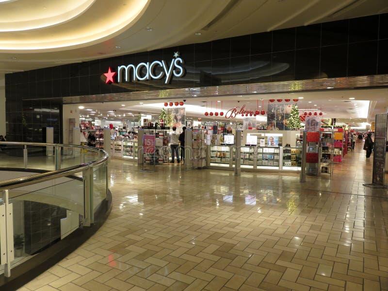 Macys-Kaufhaus an einem Einkaufszentrum in Virginia stockbilder