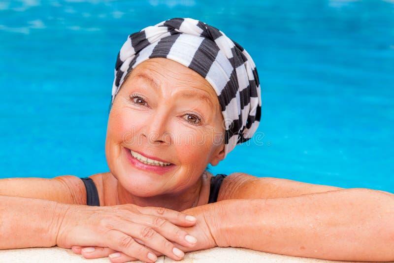 Madúrese en piscina foto de archivo libre de regalías