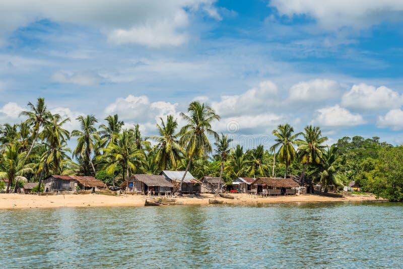 Madagascar Nosaty Był wyspy wioską i rybaków pirogues kajakują zdjęcia royalty free