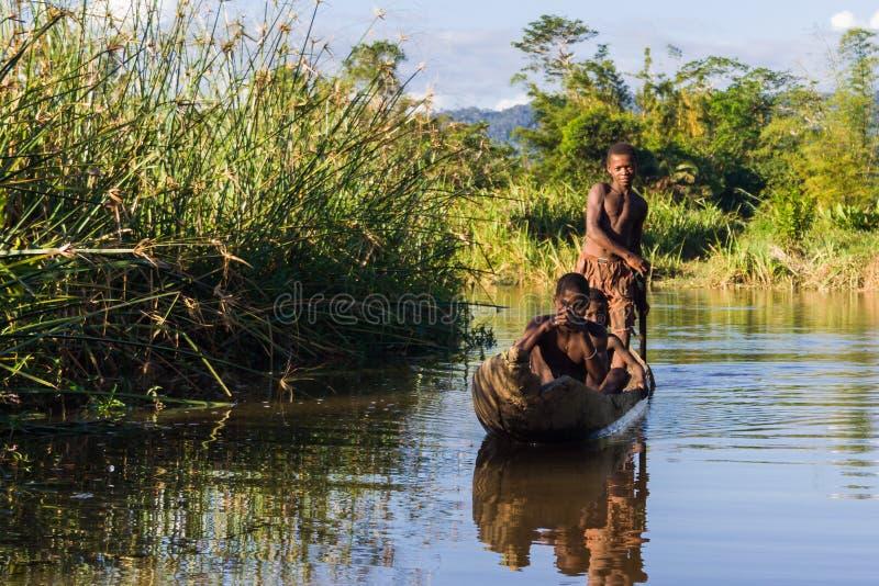 Madagassiskt paddla för barn arkivfoto