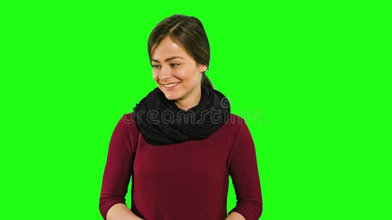 Madame étonnée Smiling et ondulation de son doigt photos libres de droits