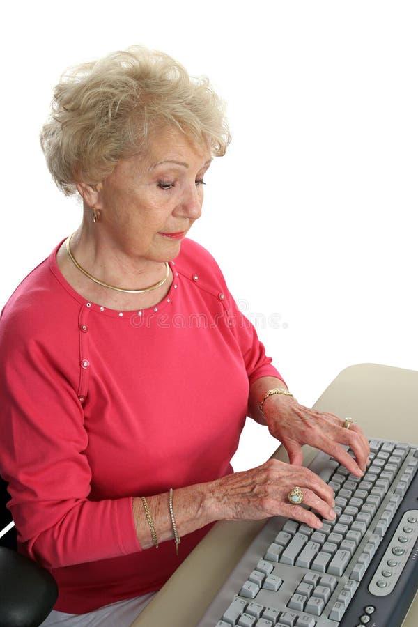 Madame aînée Learns Computer image libre de droits