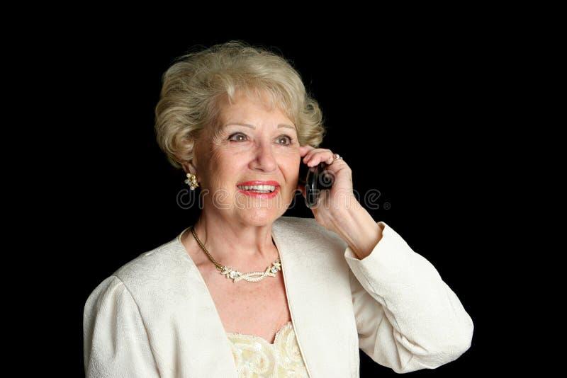 Madame aînée sur le téléphone portable photos stock