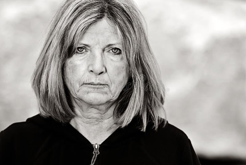 Madame aînée triste photographie stock