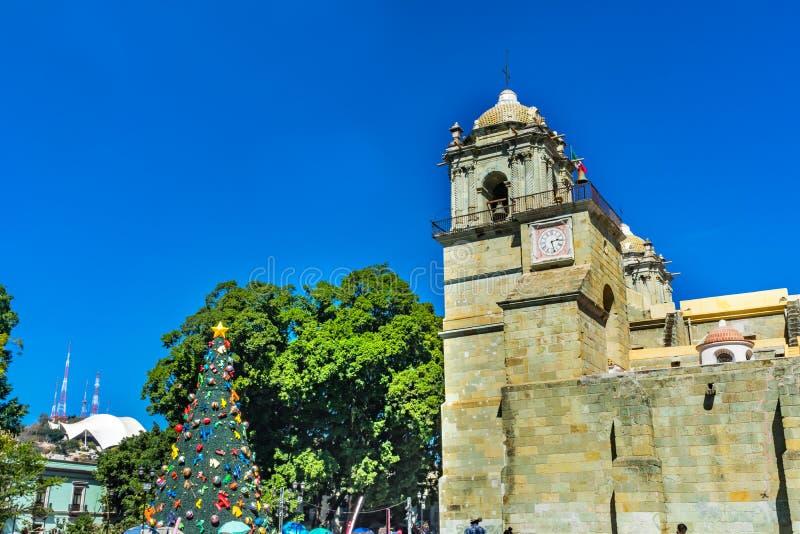 Madame Assumption Cathedral Church Oaxaca Mexique de tour d'arbre de No?l photos libres de droits