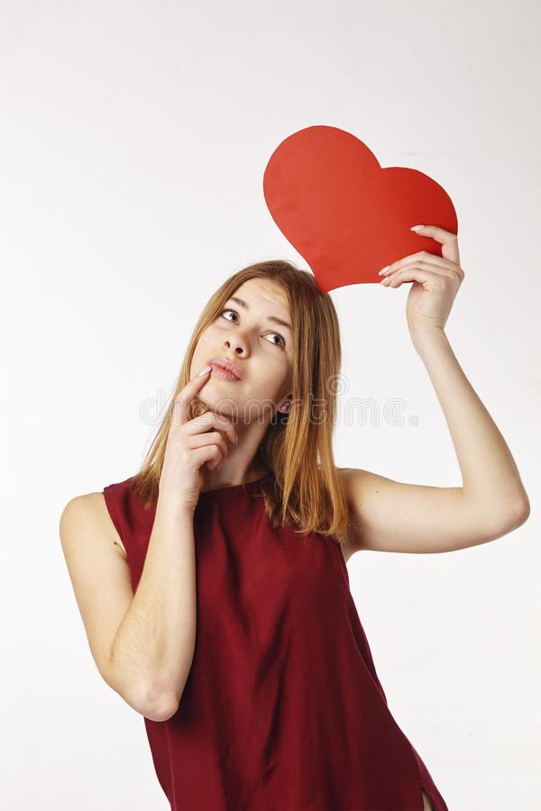 Madame avec le coeur de papier photo libre de droits