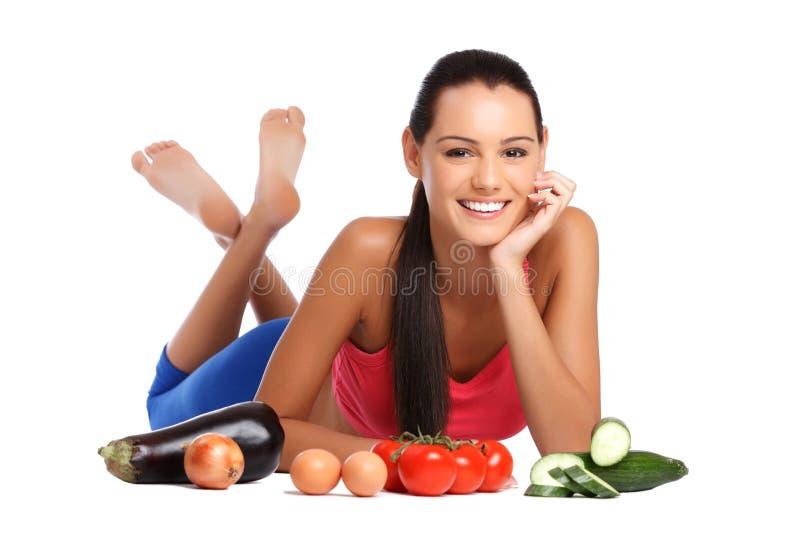 Madame avec les légumes sains sur le fond blanc photographie stock libre de droits