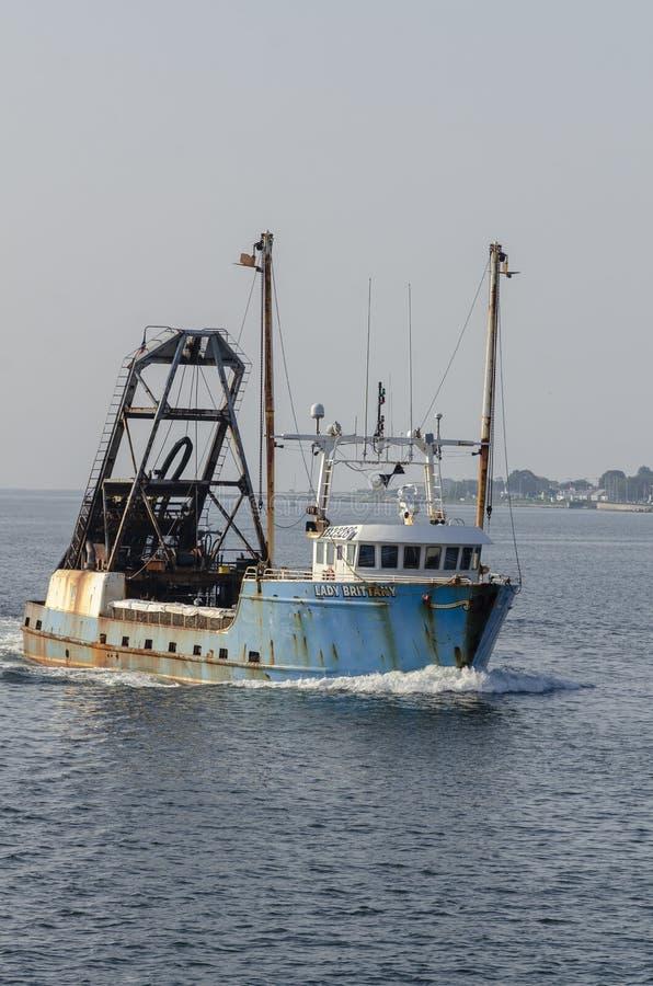 Madame Brittany de navire de pêche professionnelle sur la rivière d'Acushnet image libre de droits