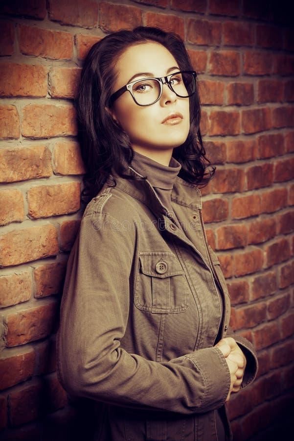 Madame dans les lunettes image libre de droits