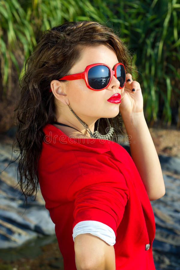Madame en rouge photographie stock