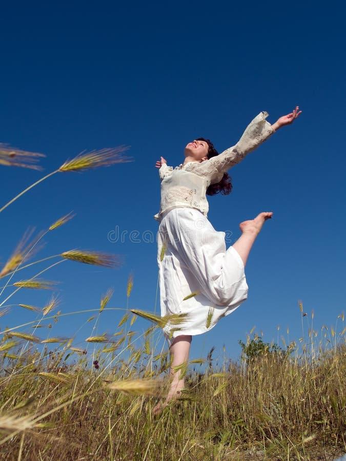 Madame heureuse Running images libres de droits