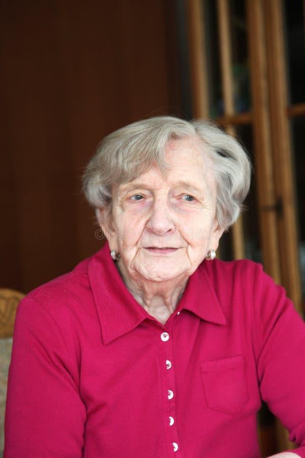 Madame songeuse Pensioner images libres de droits