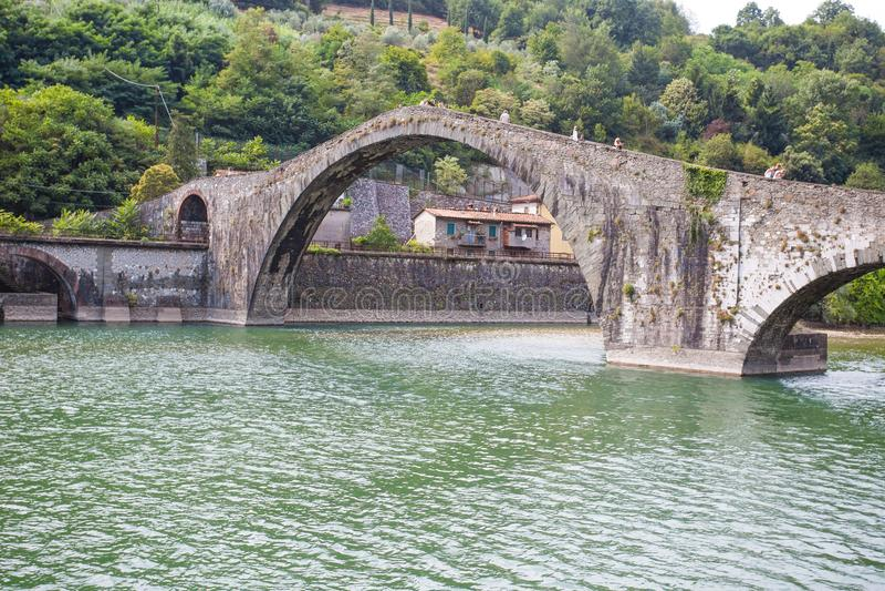 Maddalena Bridge, Borgo een Mozzano, Luca, Italië, belangrijke middeleeuwse brug in Italië toscanië royalty-vrije stock foto's