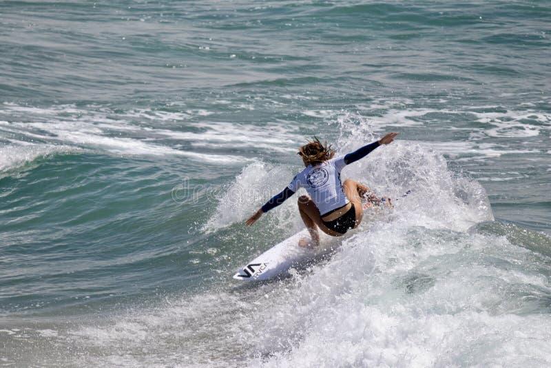 Maddie Garlough surfing w samochodów dostawczych us open surfing 2019 obrazy stock
