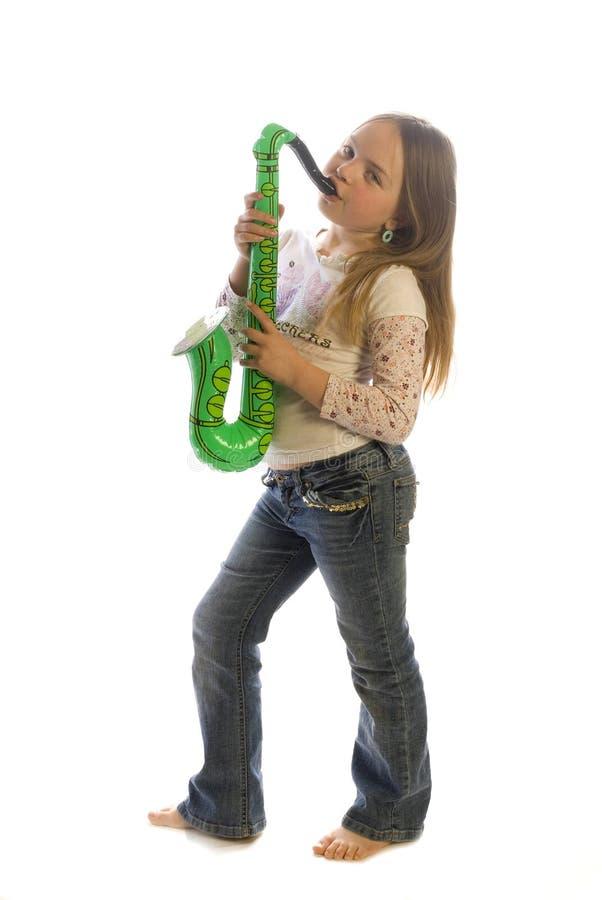 Maddy spielt das Saxophon stockfotos