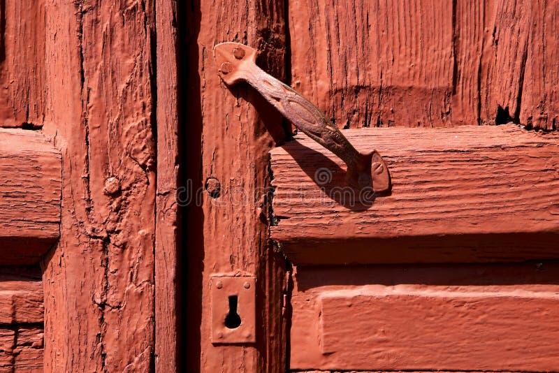 madeira da porta de lanzarote no marrom vermelho imagem de stock royalty free