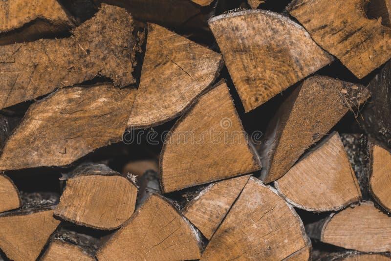 A madeira empilhada registra o ontop de se backround foto de stock royalty free