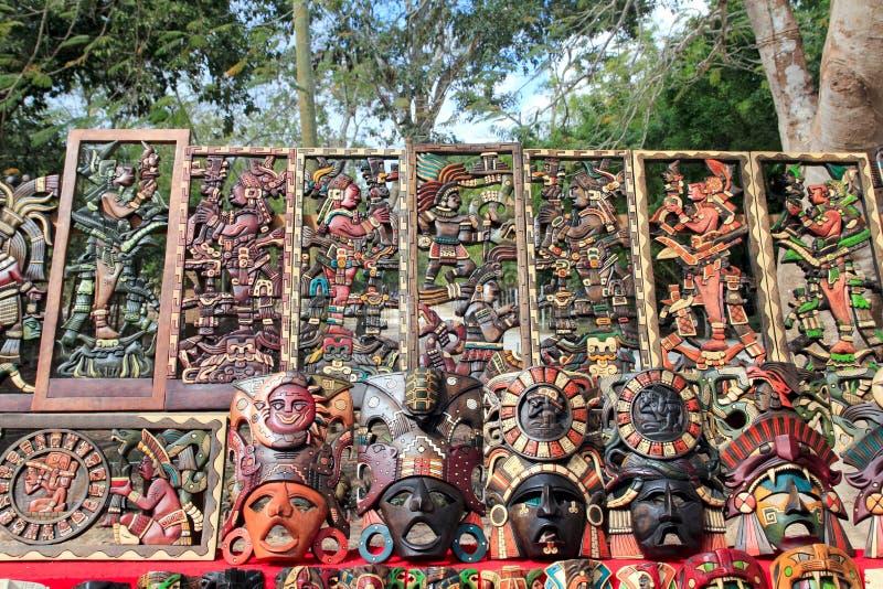 A madeira maia de México handcrafts na selva fotografia de stock royalty free