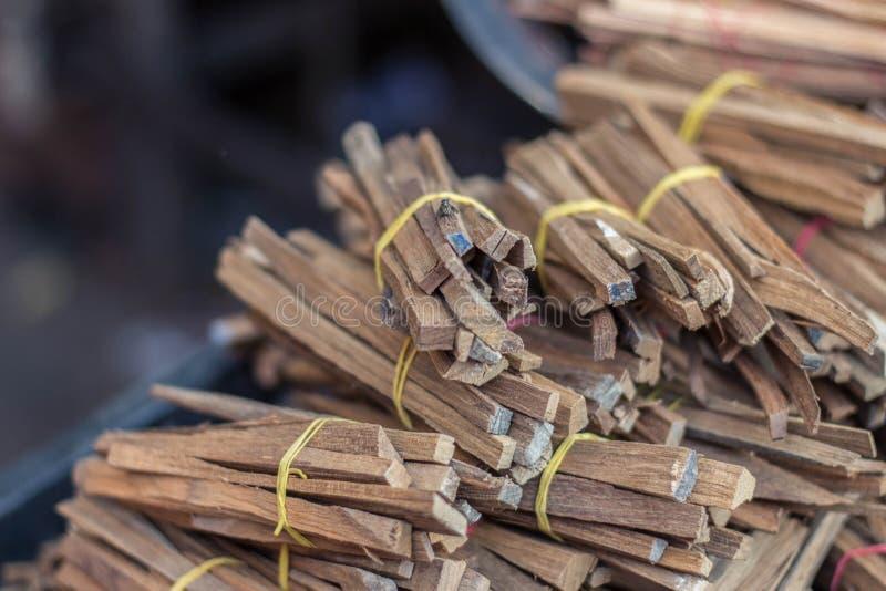 Madeira para o fogo de cozimento e perfumado imagens de stock royalty free