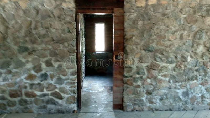 Madeira que crooses a pedra fotografia de stock royalty free