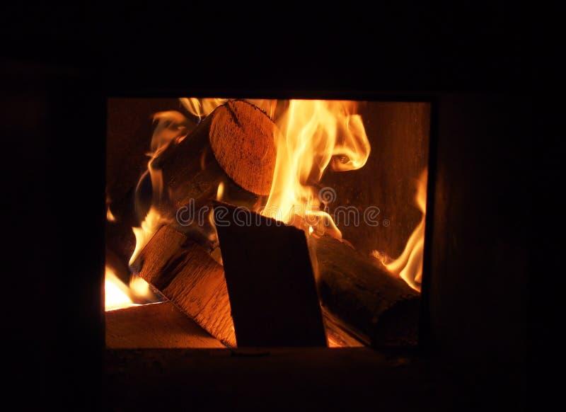 Madeira que queima-se na fornalha L?ngua da chama foto de stock royalty free