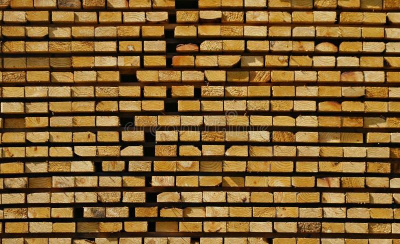 Madeira serrada empilhada fotos de stock royalty free