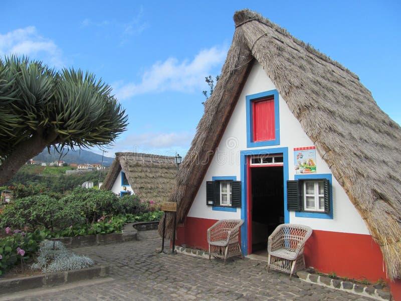 Madeiran dom Tradycyjny styl w Santana zdjęcie stock
