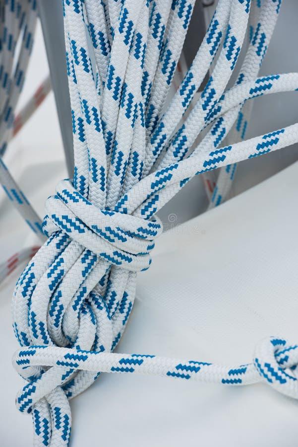 Madeja náutica de la cuerda del amarre foto de archivo